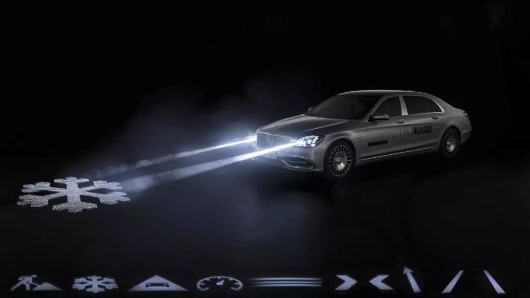 梅赛德斯迈巴赫的新款200万像素大灯把图像投射到道路上的照片 - 2