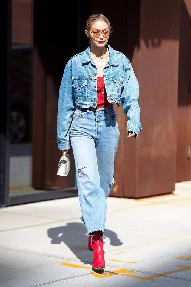 怕撞衫?5招教你如何将经典的牛仔外套穿出新鲜感!插图8