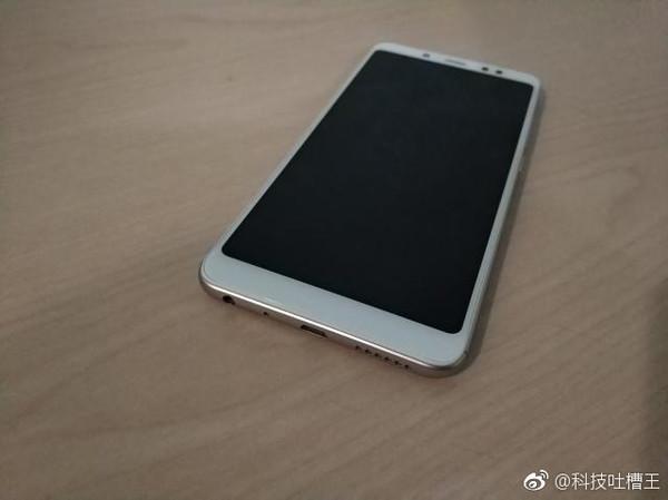 红米Note5真机亮相:三段设计全面屏的照片 - 1