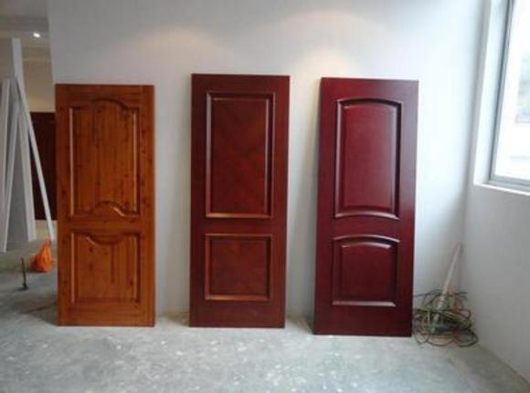 新房选烤漆门还是免漆门?建材城