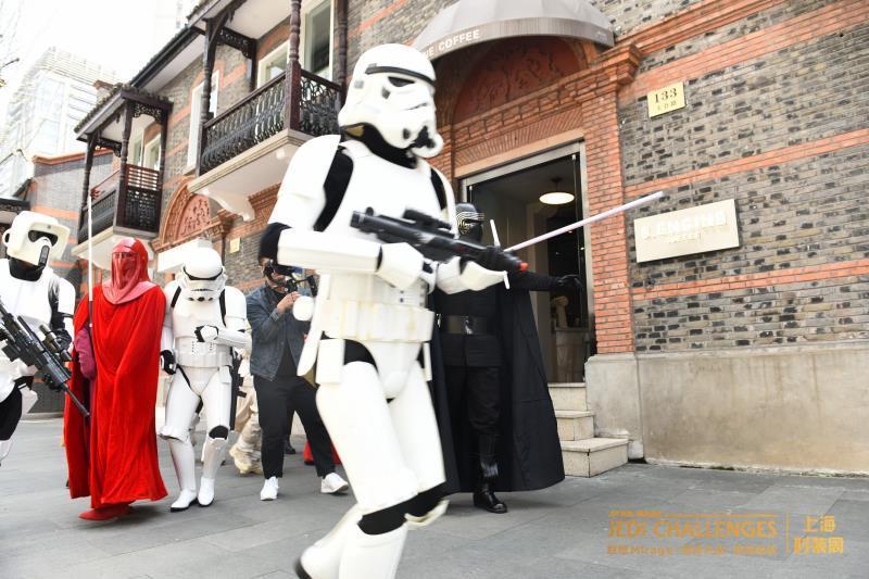 暴风兵�洗劫�上海时装周被挟路人�武力�逃生自救