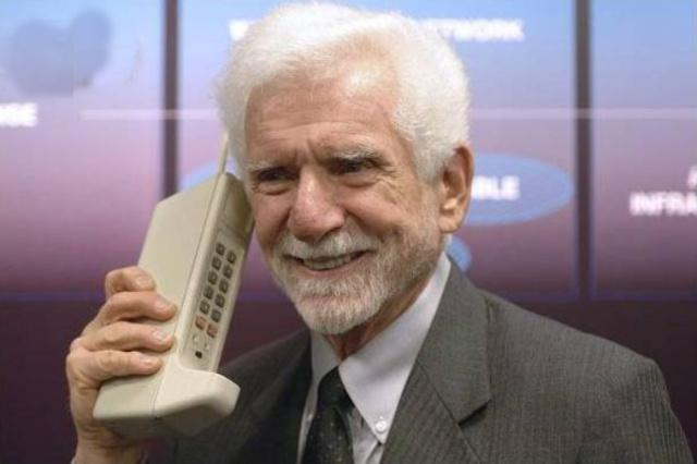 1973年4月3日,世界上第一台手机DynaTAC 8000x诞生,手机时代揭开序幕