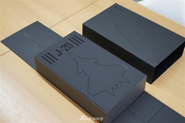 魅蓝E3歼-20定制典藏版开箱:颜值爆表的照片 - 4
