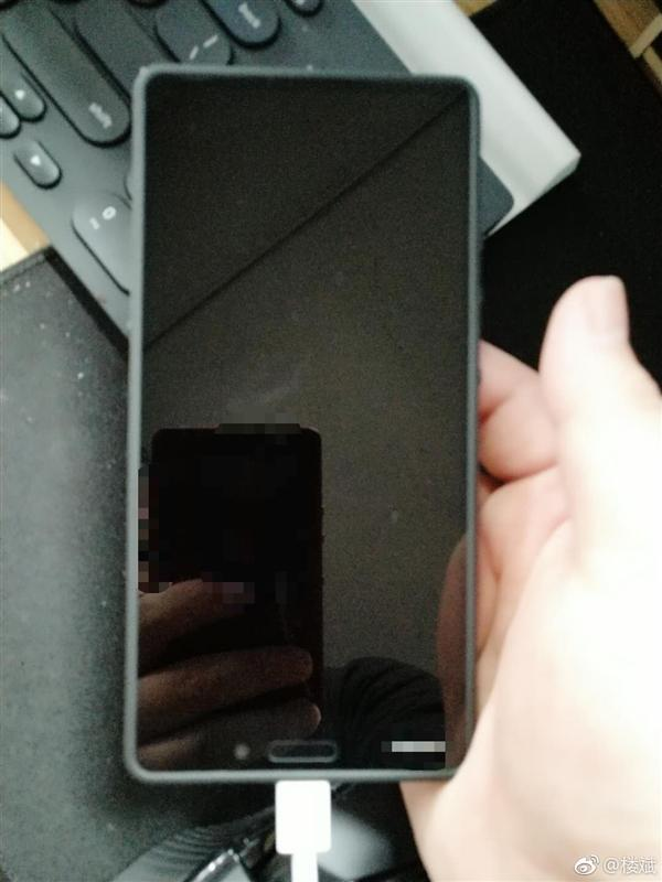 黑色坚果3真机曝光:三边等宽全面屏、前置扁圆指纹的照片 - 3