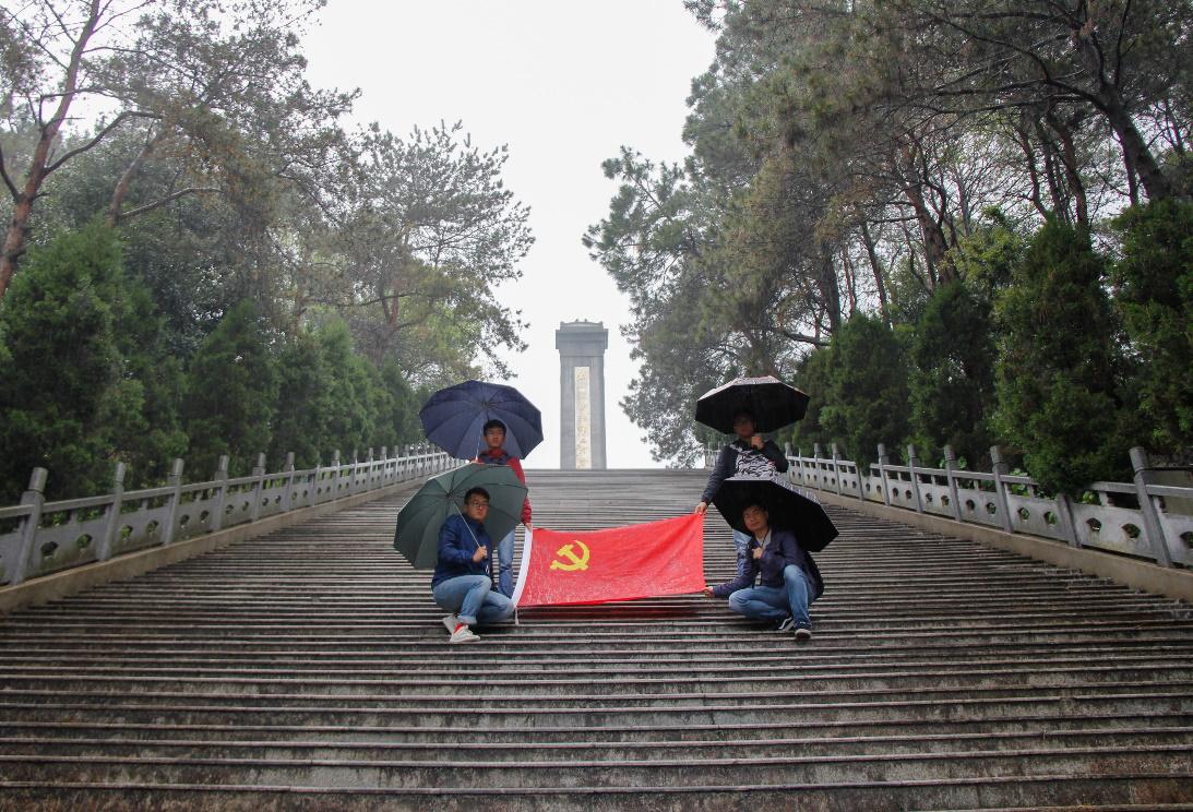 合肥工业大学宣城校区机械工程系学生第一党支部赴泾县开展缅怀新四军革命先烈活动