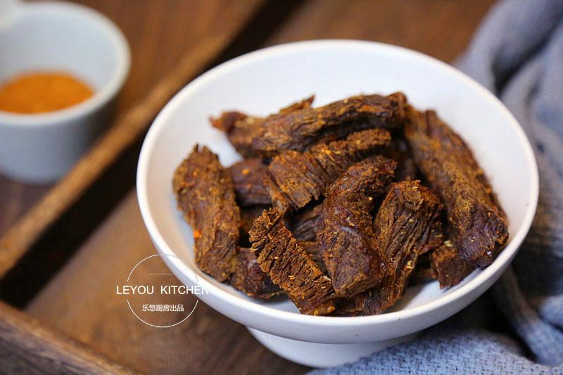 在家做牛肉干,用电饭锅就可以,方法简单,实惠放心