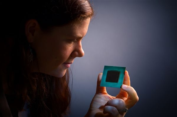 100倍i7-8700K性能 Intel推出Stratix 10 FPGA芯片