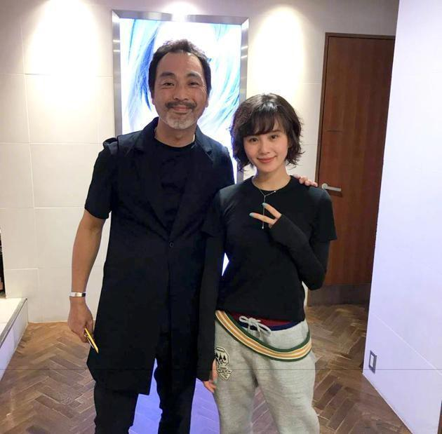 刘诗诗又换新发型!小卷发+侧刘海,从温婉贤妻变成了俏皮少女