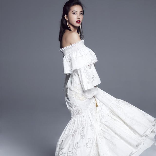 别看蔡依林虽然才156cm,穿起高腰裤的她内心可住着一位超模