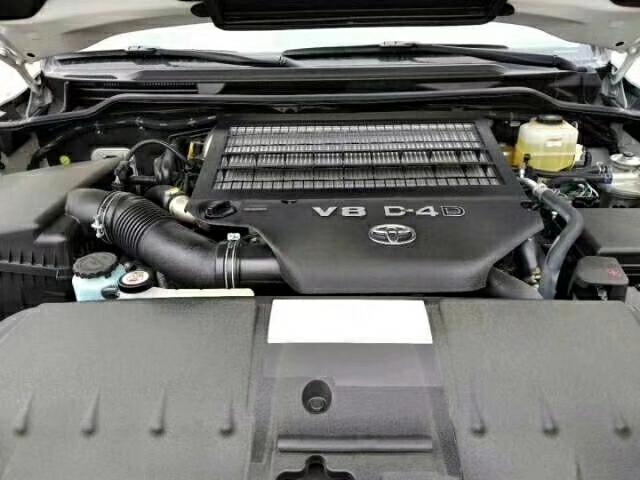18款丰田酷路泽4500 V8柴油版性能出色