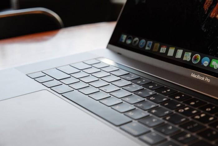 外媒认为2016之后的MBP蝴蝶式键盘设计非常不可靠的照片