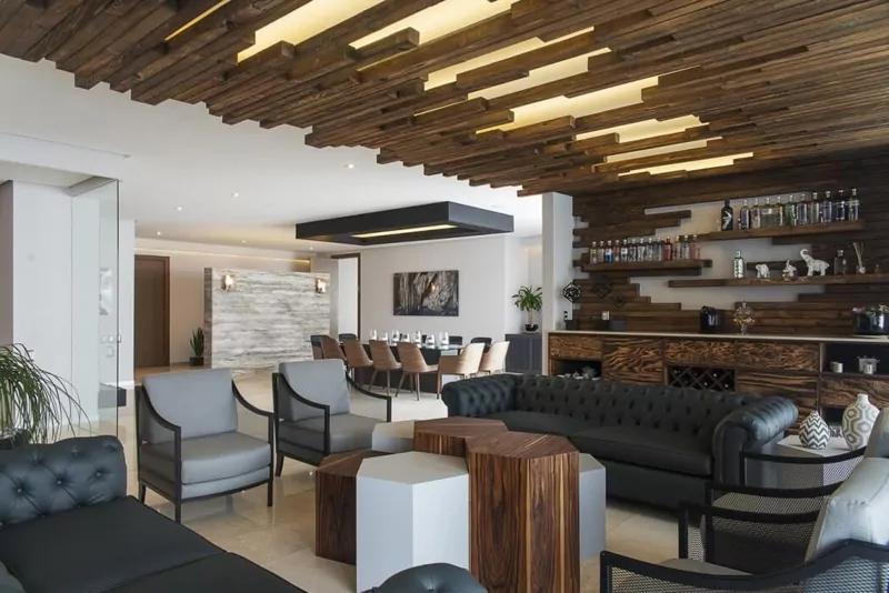 温暖与质感的现代化的家居装饰拥有再生木墙简单而富有创意的方式