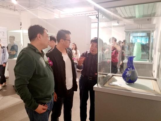 """""""华泰风韵・辉耀东方""""琉璃绘刻作品展在常州举行"""