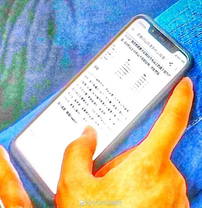 小米7真机谍照曝光:刘海屏+竖向双摄+玻璃机身的照片 - 4