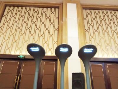 搭上物联网 路灯实现智能化 可自动调节亮度 能为手机充电