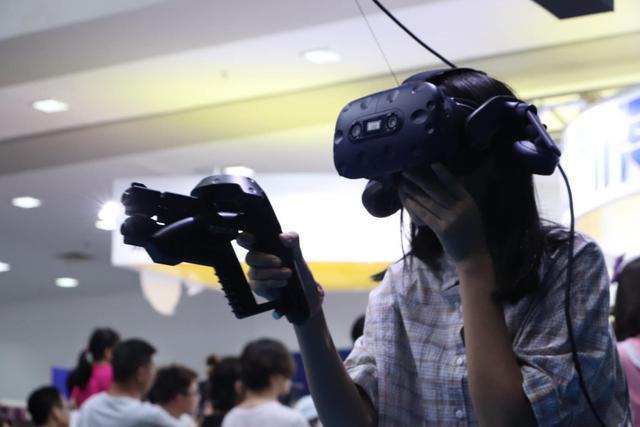 """多人对战VR游戏《TOWER TAG》插上VR""""翅膀"""" 文博会带你""""飞"""""""