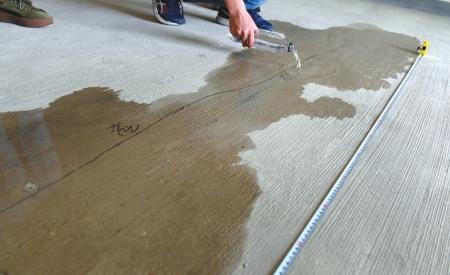 新房楼板渗水、门不达标 还现3