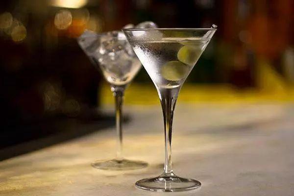 调酒器_在家就能调的10款经典鸡尾酒