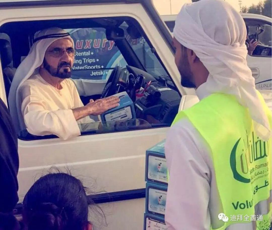 视频!迪拜酋长开着1号奔驰大G在给志愿者免费发斋饭!