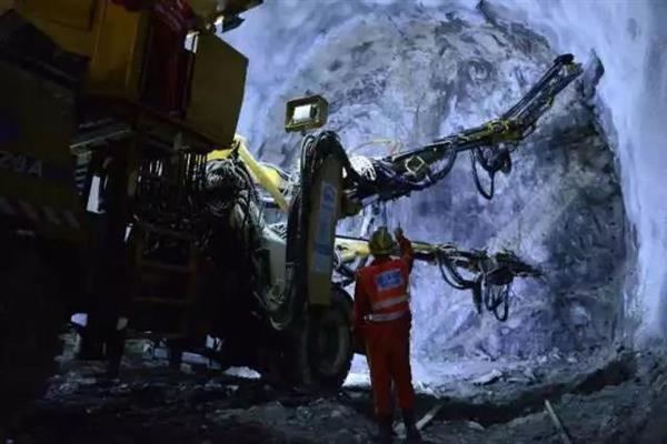重载之最!蒙华铁路超级隧道贯通:提前5个月的照片 - 4