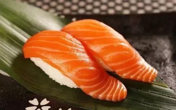 你吃的是三文鱼,还是寄生虫?看完吓出一身冷汗……的照片 - 22