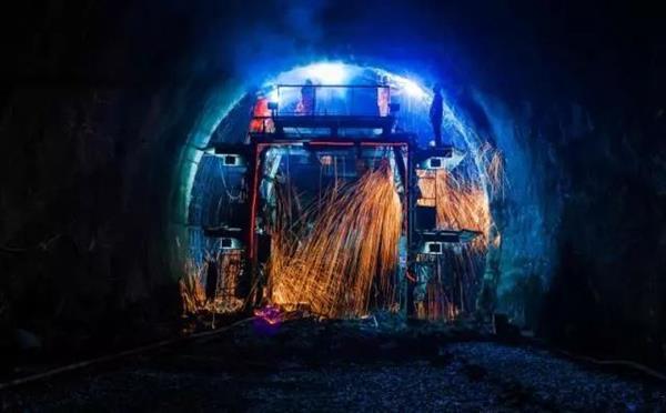 重载之最!蒙华铁路超级隧道贯通:提前5个月的照片 - 3