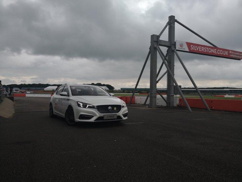 在F1赛道,开比法拉利气场还要强的新车,是一种什么体验?