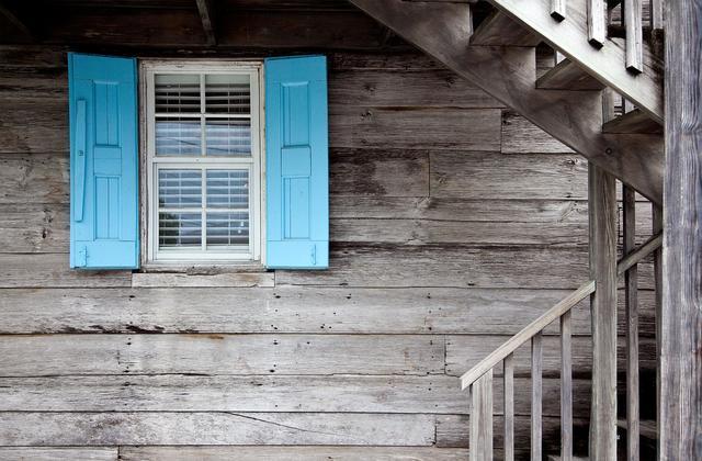 房地产企业融资难日益加剧,中小房企是该降价卖房还是卖身求生?
