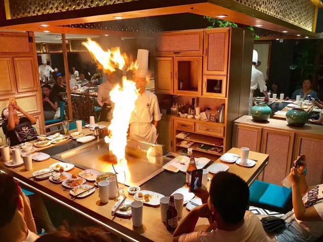 炒菜不如跳舞,57度湘时尚餐厅有何魔力吸