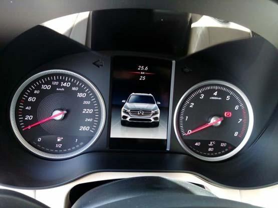 18款奔驰GLC300现车油耗报价配置