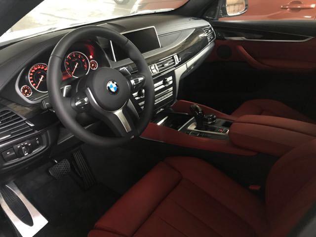 2018款宝马X6前座椅配备了安全带限力器和安全带张紧器