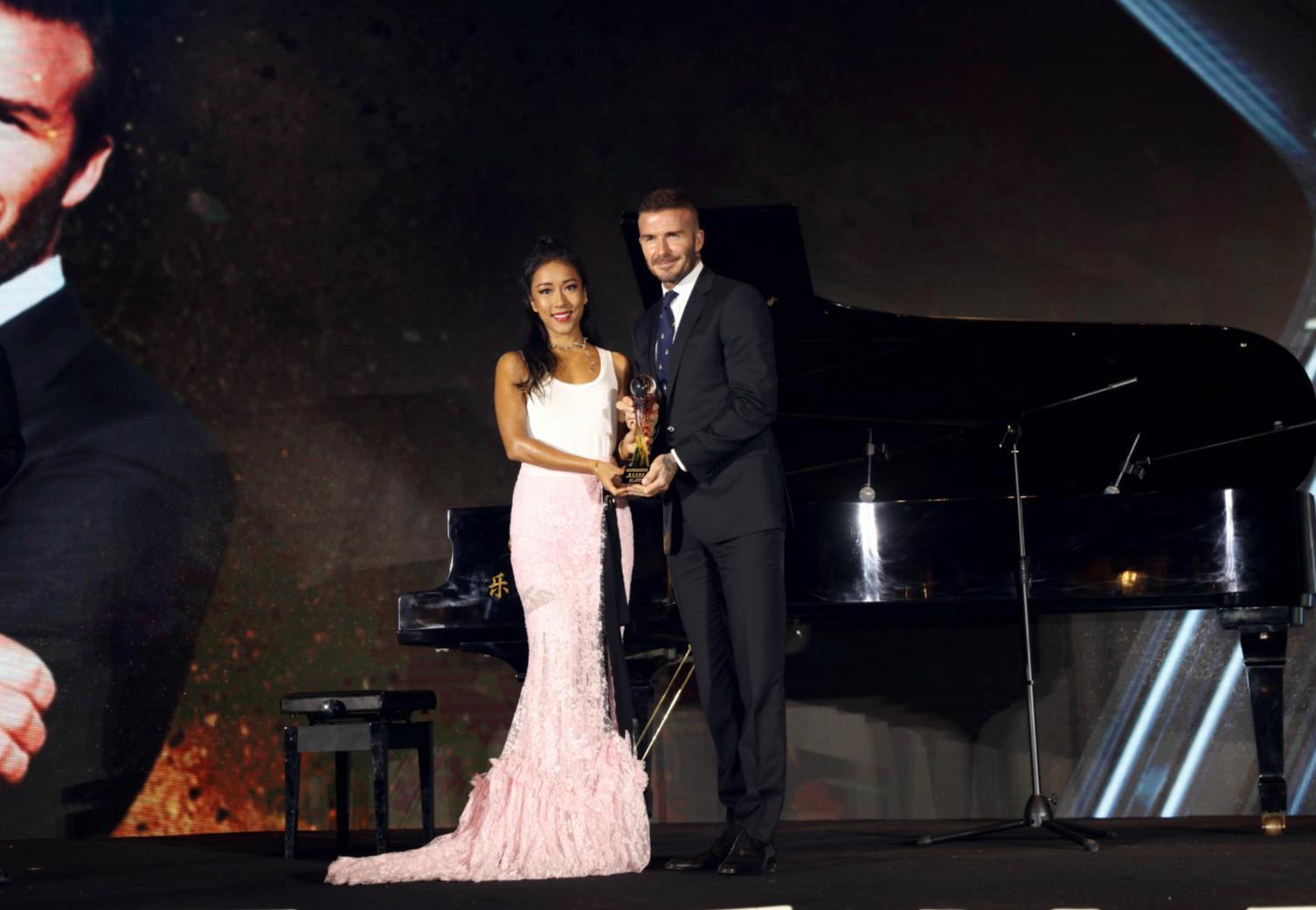 吉克隽逸采访皮耶罗 为贝克汉姆颁奖 这波操作厉害了!