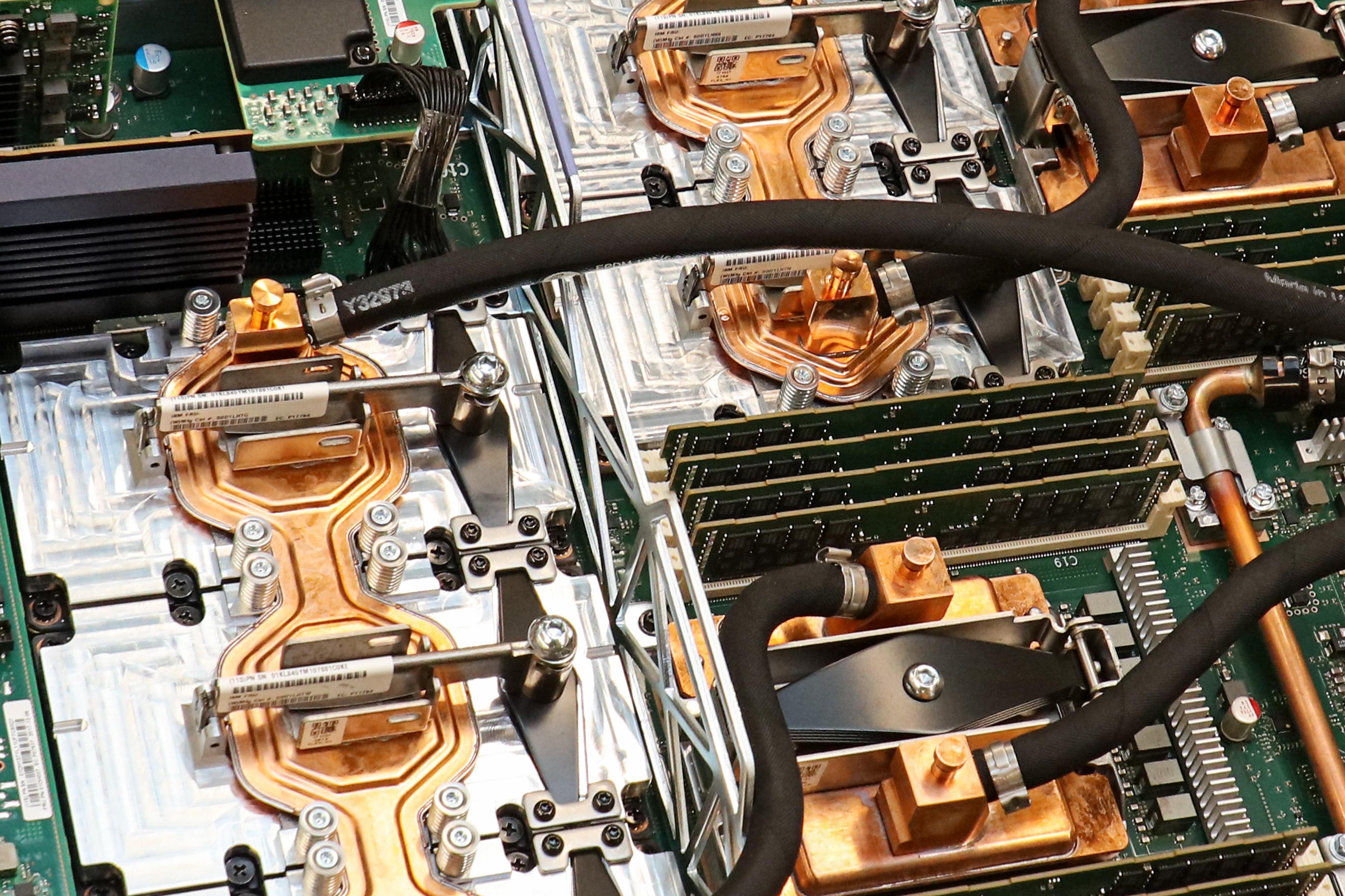 美公布全球最快超级计算机 性能是神威太湖之光近2倍的照片 - 2