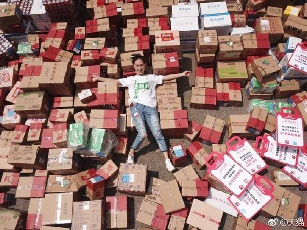 """""""天选之子""""诞生:这位小姐姐一天收了618个包裹"""