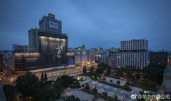 5673平方米:华为P20 Pro西班牙户外广告创吉尼斯纪录的照片 - 1