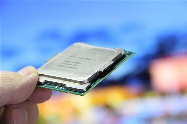 Intel 8核Coffee Lake/Xeon E处理器双双现身的照片 - 1