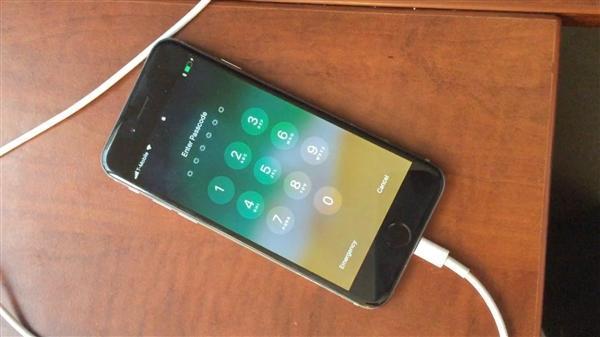 苹果:绕过iOS锁屏密码的破解方法本身就是个错误的照片