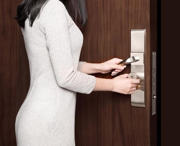 399元!小米有品上架智能锁芯:普通门锁可升智能防盗锁的照片 - 1