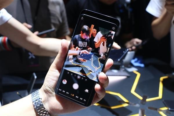 苹果分析师:新iPhone不会模仿OV的可移动镜头方案的照片
