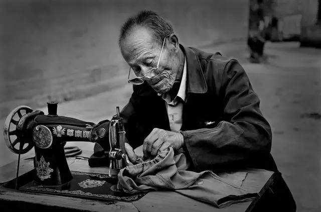 华丽转身,伊里兰用中老年羽绒服定制重温记忆中的匠心品质