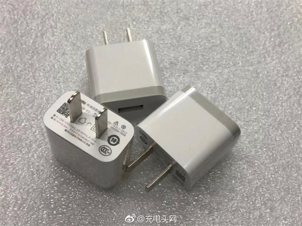 小米新款充电器曝光:比亚迪制造 更小巧时尚的照片 - 4