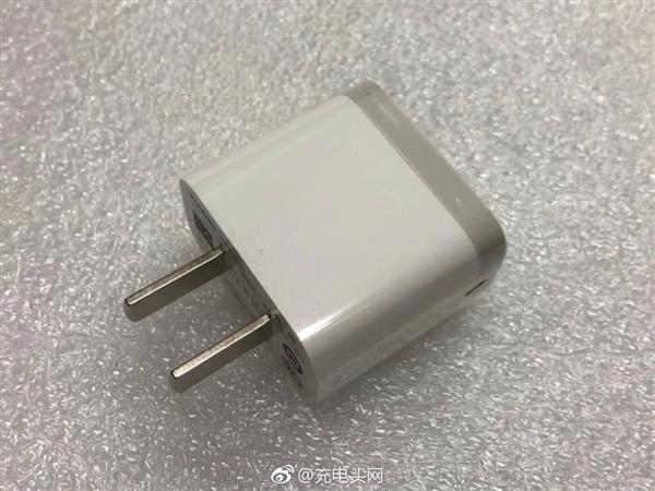 小米新款充电器曝光:比亚迪制造 更小巧时尚的照片 - 3