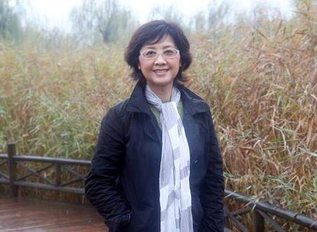 国家一级演员朱琳近照,曾与徐少华成经典情侣,如今66岁婚姻幸福