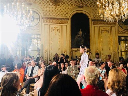伊肤泉X LIU LISI Paris合体亮相,独领巴黎高定时装周美业风骚