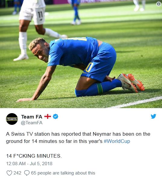 内马尔世界杯14分钟倒地翻滚遭网友吐槽:他需要婴儿学步椅的照片 - 3