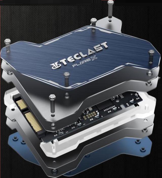 全球首款无外接供电的RGB SSD!台电锋芒S700 240G评测的照片 - 12
