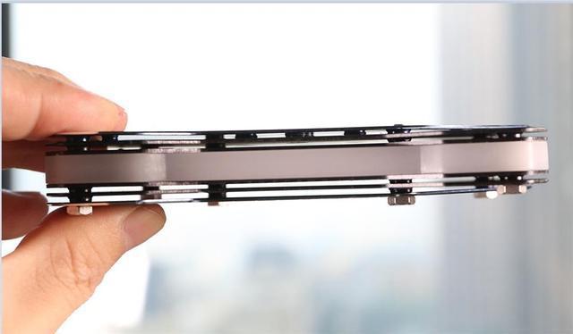 全球首款无外接供电的RGB SSD!台电锋芒S700 240G评测的照片 - 10