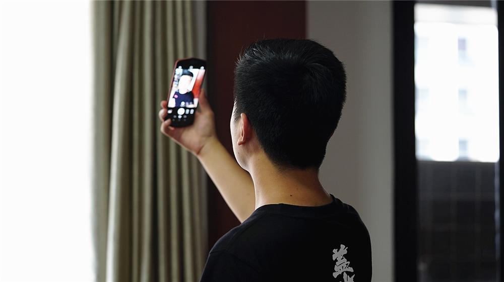 美图T9评测:第一台全身美型的手机的照片 - 2
