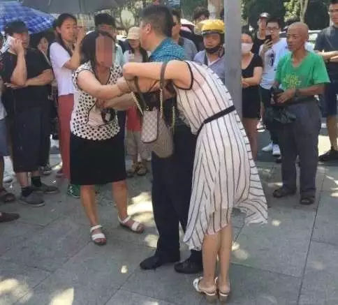 """爆红网络的南京""""小三"""""""