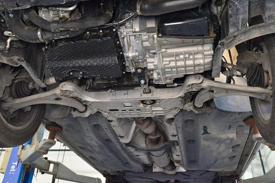 大众夏朗车_进口MPV底盘会不会更好?大众夏朗底盘拆解分析